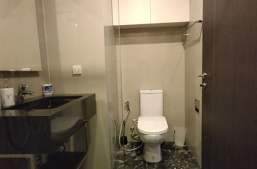 Edge 1b1b_bathroom p.2