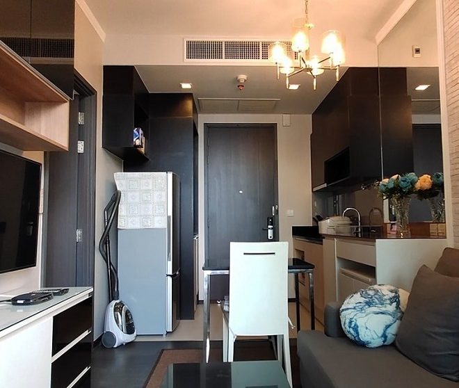Condo for rent on high floor in Asoke -  1 bedroom - Edge Sukhumvit 23