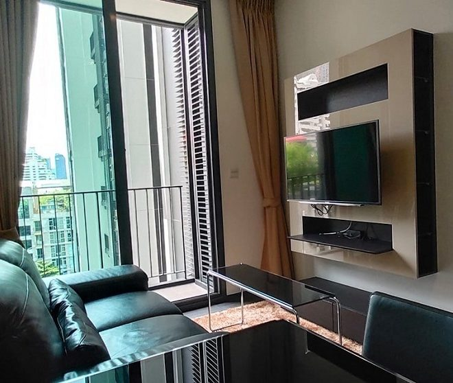 Condo for rent on low floor in Asoke - 1 Bedroom - Edge Sukhumvit 23