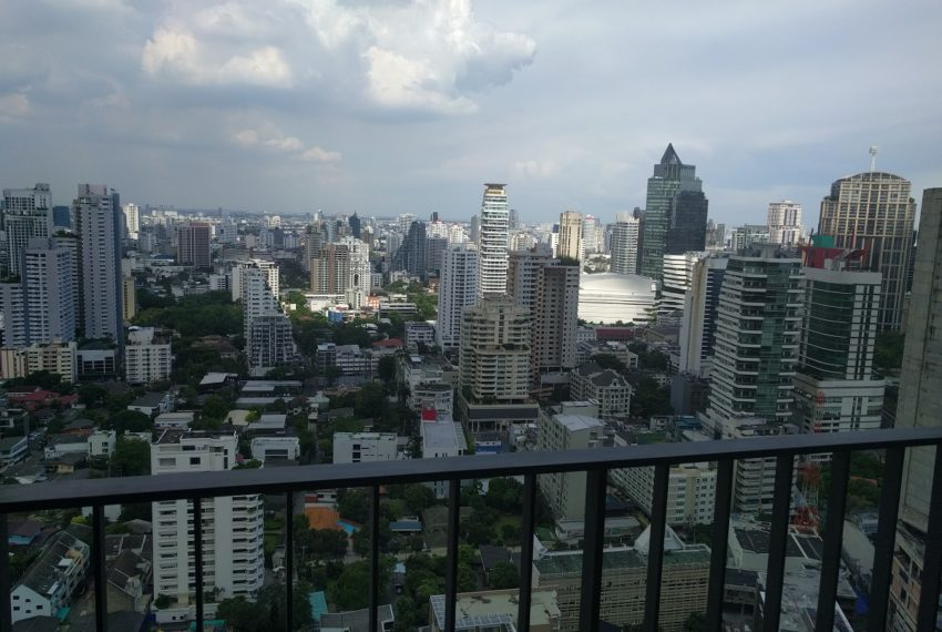 Edge Sukhumvit 23 1 bedroom 1 bathroom for sale - baclony view 01