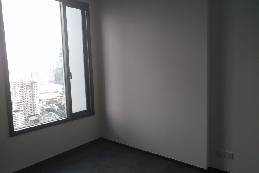 Edge Sukhumvit 23 1 bedroom 1 bathroom for sale - living room with nice view 01