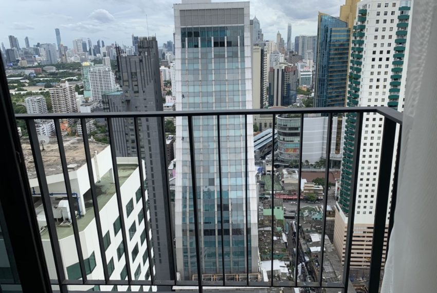 Edge Sukhumvit 23 2b2b-view from bacony