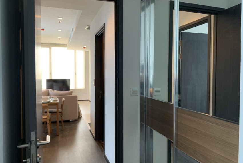 Edge Sukhumvit 23 2b2b-way to bedroom
