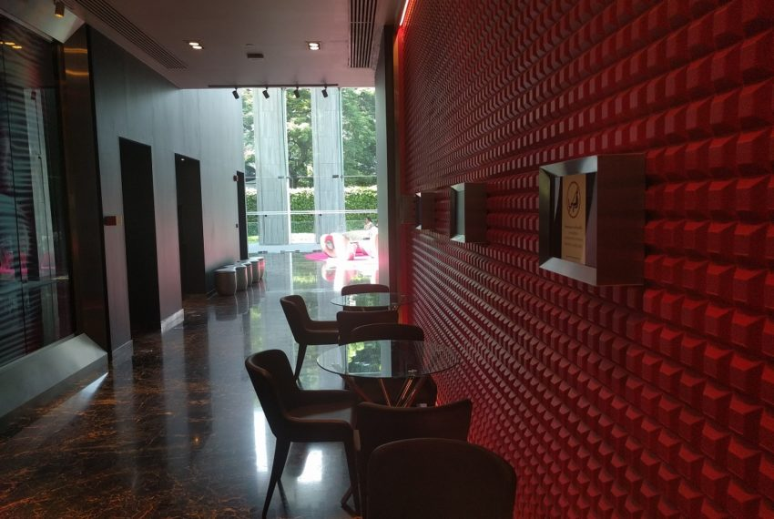 Edge Sukhumvit 23 building lobby with receiption desk