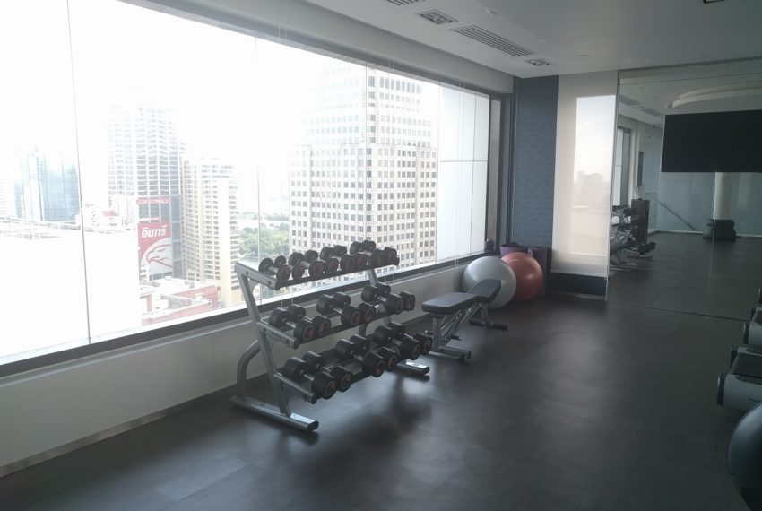 Edge Sukhumvit 23 fitness gym room on 27 floor - 01