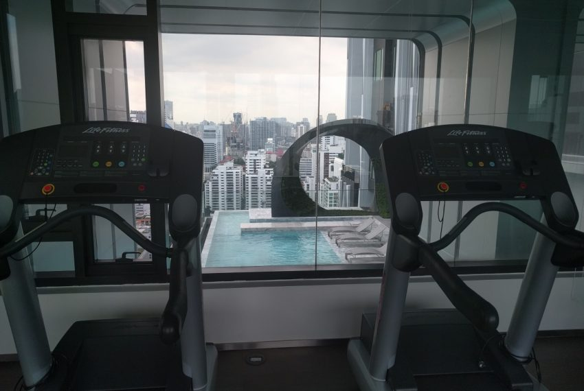 Edge Sukhumvit 23 fitness gym room on 27 floor - 02