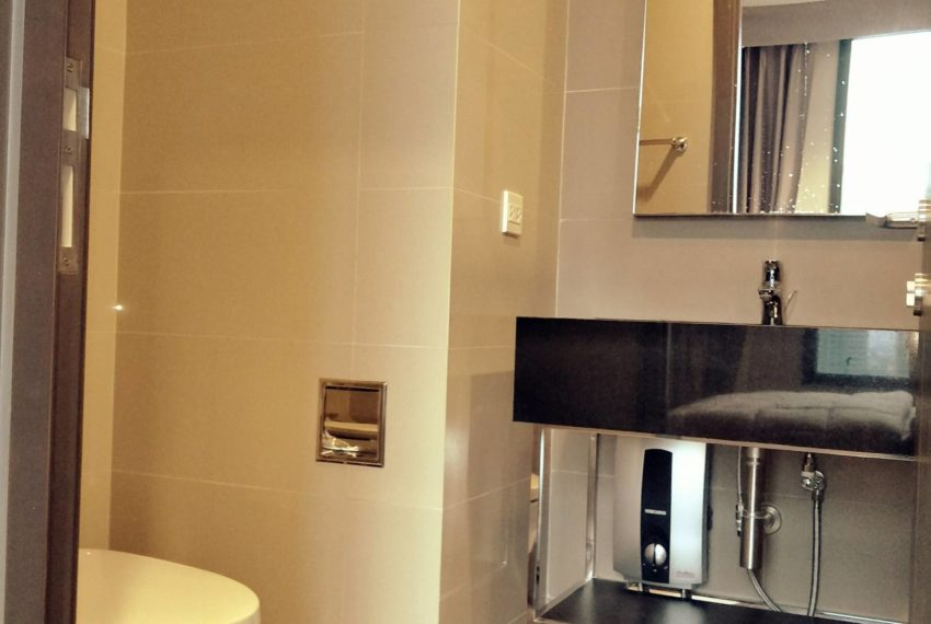 Edge Sukhumvit 23 - high floor rent and sale - bathroom