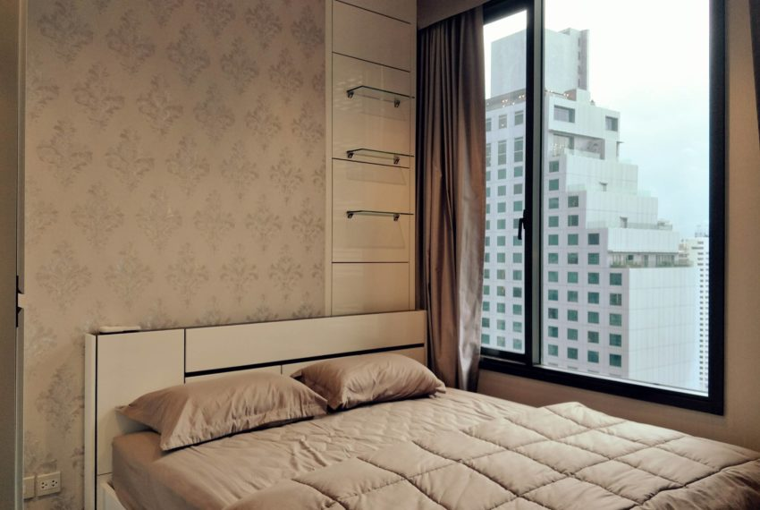 Edge Sukhumvit 23 - high floor rent and sale - bed