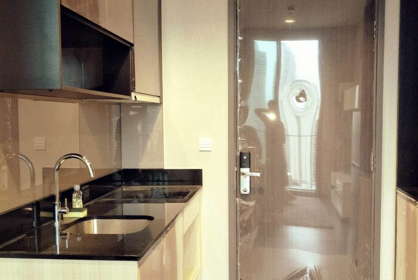 Edge Sukhumvit 23 - high floor rent and sale - kitchen