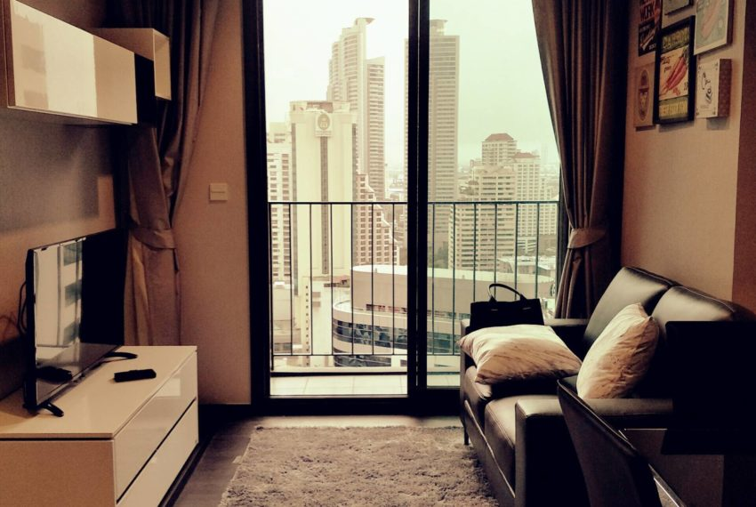 Edge Sukhumvit 23 - high floor rent and sale - living room