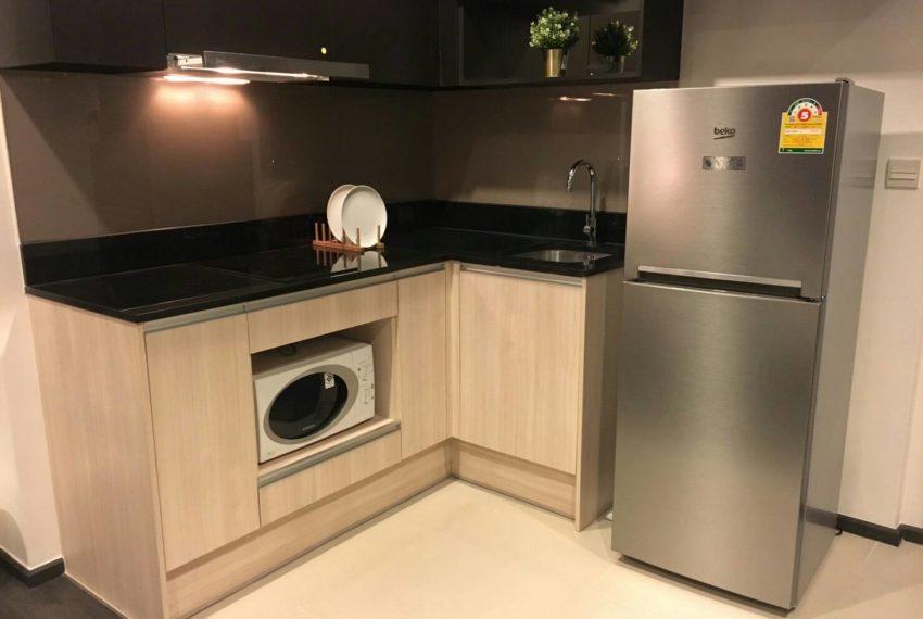 Edge Sukhumvit 23 - low floor - rent 42.5 sqm - fridge
