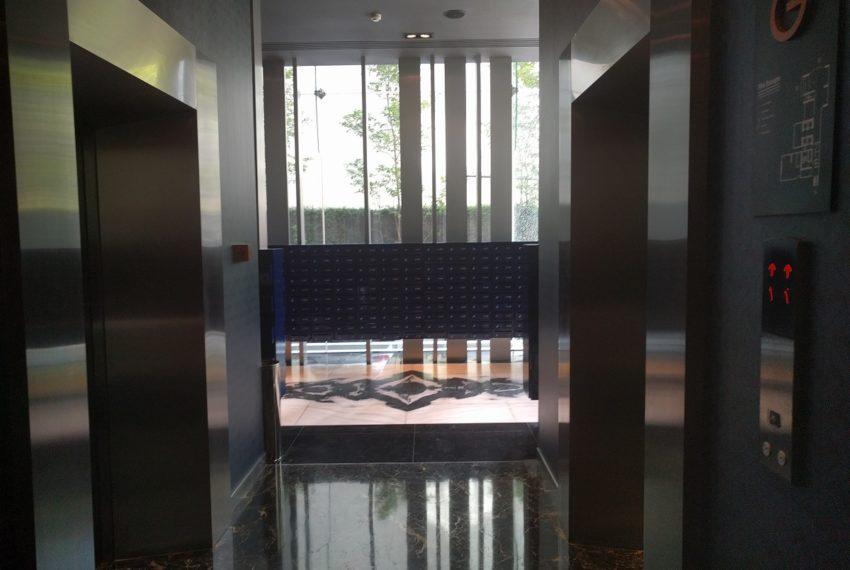 Edge Sukhumvit 23 modern elevator with key card control 01