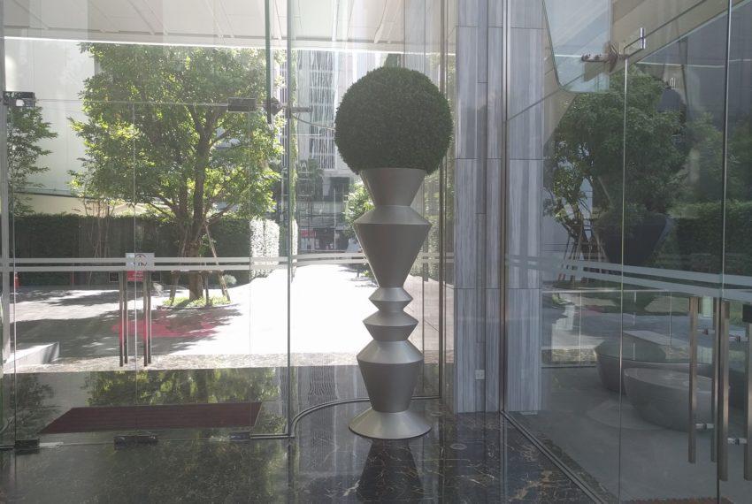 Edge Sukhumvit 23 nice entrance lobby - 01