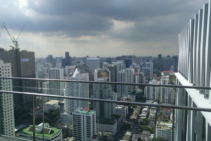 Edge Sukhumvit 23 roof floor panoramic city view - 01