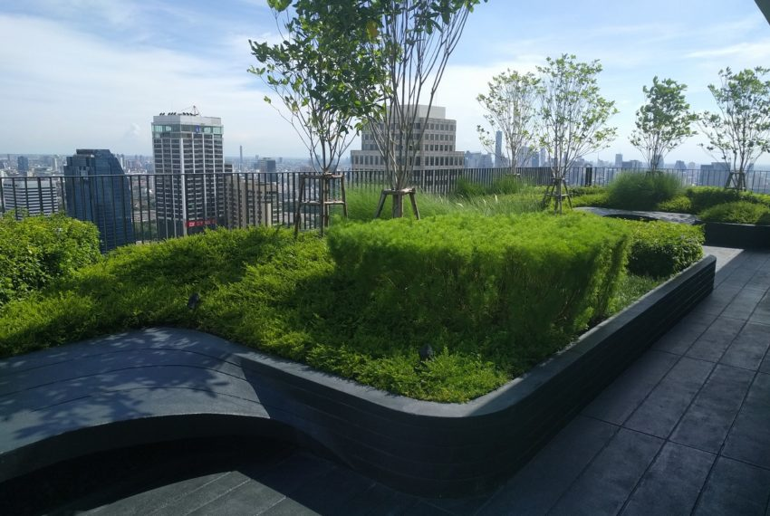 Edge Sukhumvit 23 roof garden and BBQ area - 01