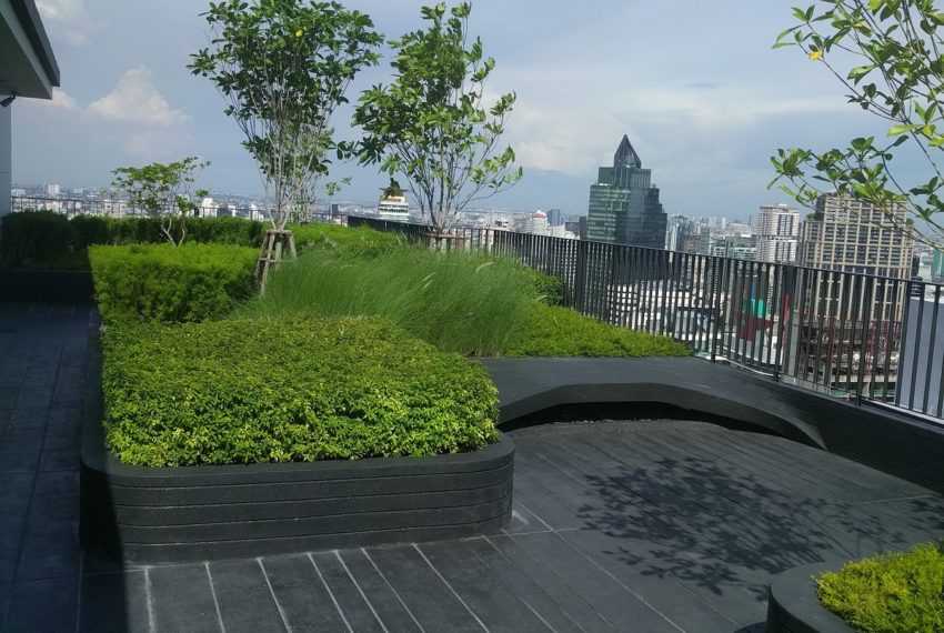 Edge Sukhumvit 23 roof garden and BBQ area - 03