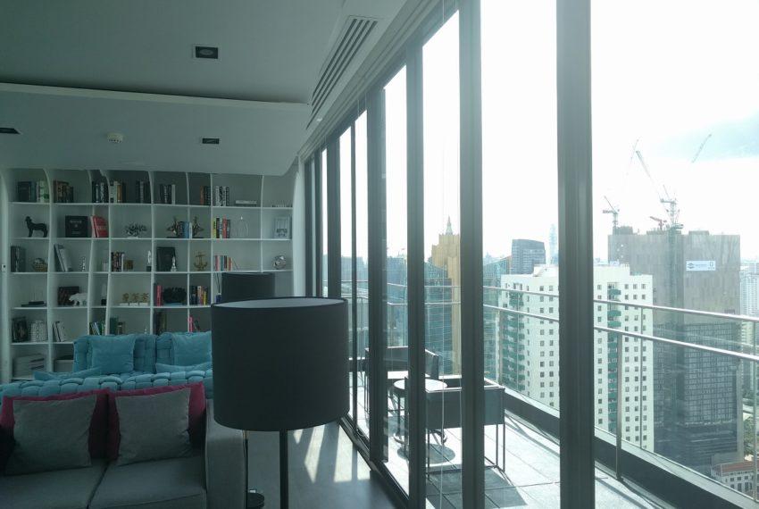 Edge-Sukhumvit-23-roof-library-01