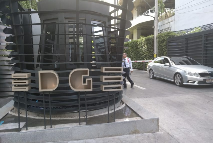 Edge Sukhumvit 23 security entrance from soi 23