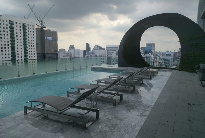 Edge Sukhumvit 23 swimming pool on 27 floor - 01