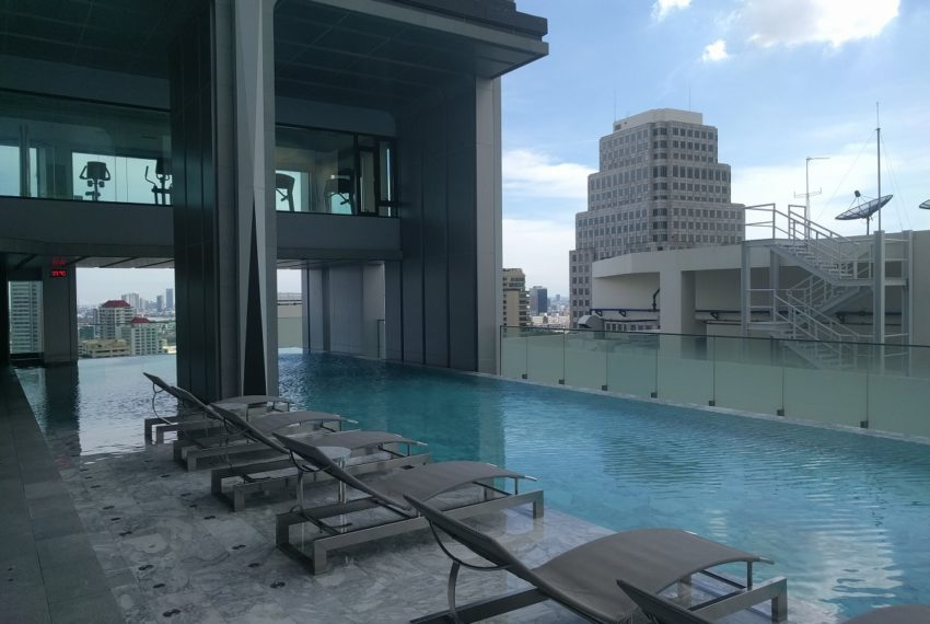 Edge Sukhumvit 23 swimming pool on 27 floor - 03