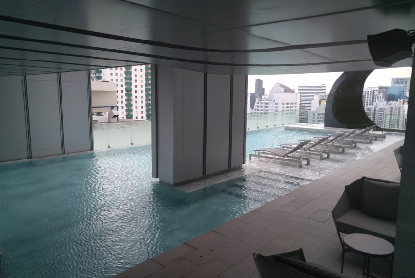 Edge Sukhumvit 23 swimming pool on 27 floor - 04