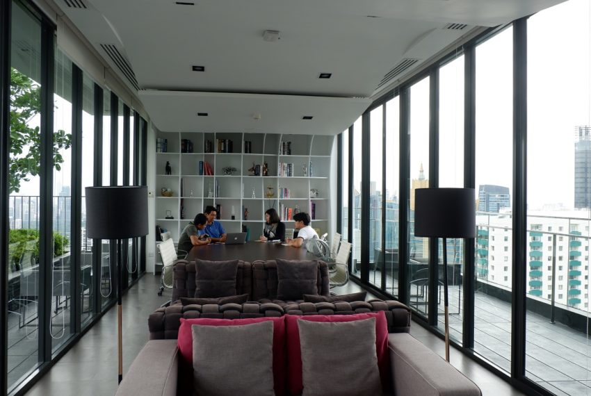 Cheapest 2-bedroom condo on high floor in Asoke - Edge Sukhumvit 23