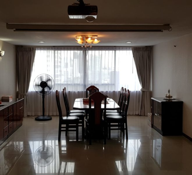 Big apartment for sale in Ekamai - 3 Bedroom - mid floor - Empire House