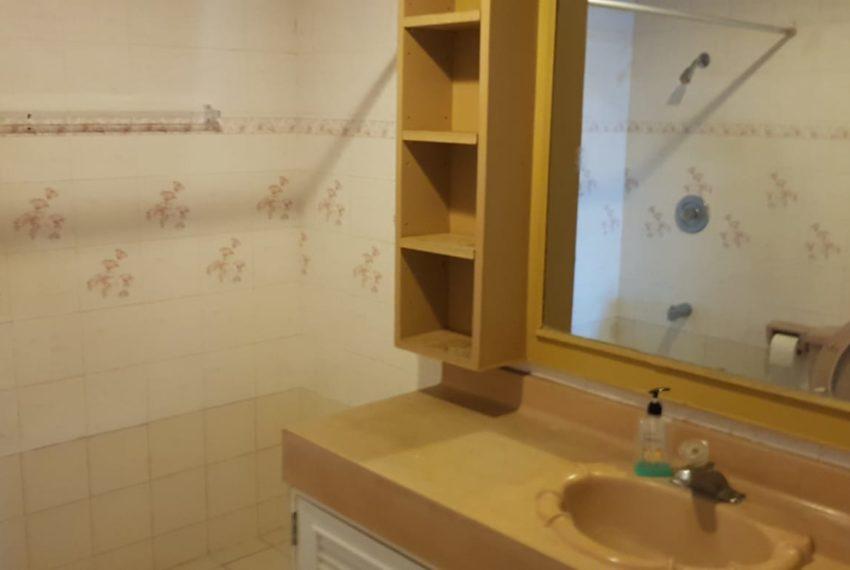 Empire House Condominium Ekamai 12 - 3-bedroom-sale-bathroom