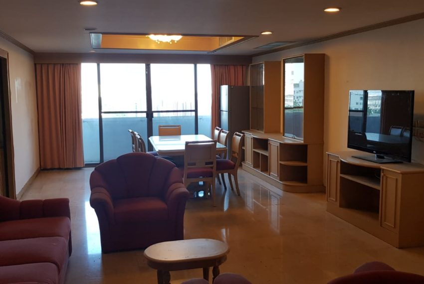 Empire House Condominium Ekamai 12 - 3-bedroom-sale-big-living-room