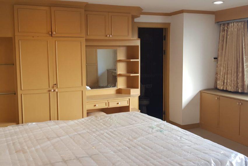 Empire House Condominium Ekamai 12 - 3-bedroom-sale-master-bedroom