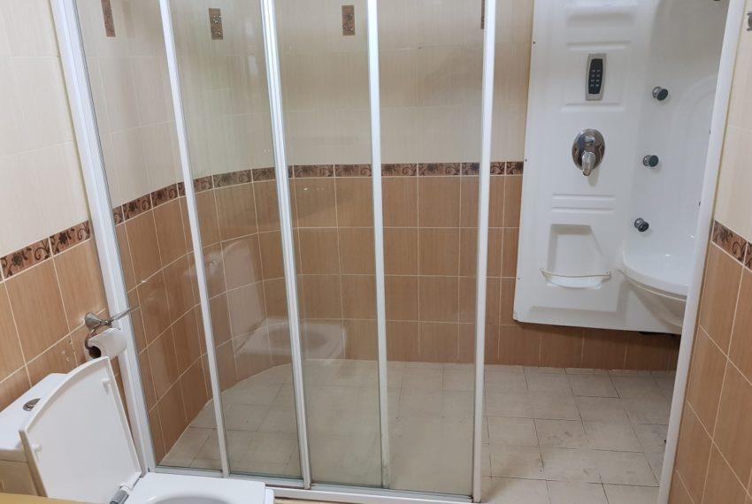 Empire House. Ekamai 12. 3 Beedroom. 4 Bathroom 2nd Bedroom toilet