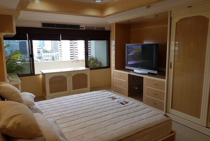 Empire House. Ekamai 12. 3 Beedroom. 4 Bathroom 3rd bedroom TV
