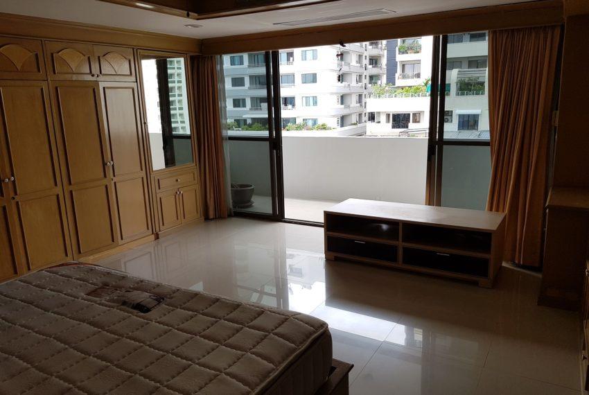 Empire House. Ekamai 12. 3 Beedroom. 4 Bathroom Master Bedroom Balcony