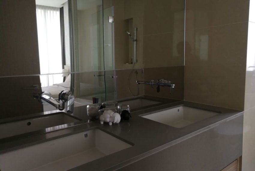 EsseAsoke47FL_2b2b_Masterbathroom1.1