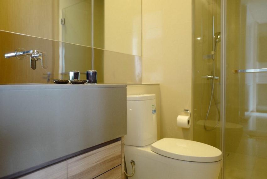 EsseAsoke_2b2b_Rent75K_Masterbathroom1.1