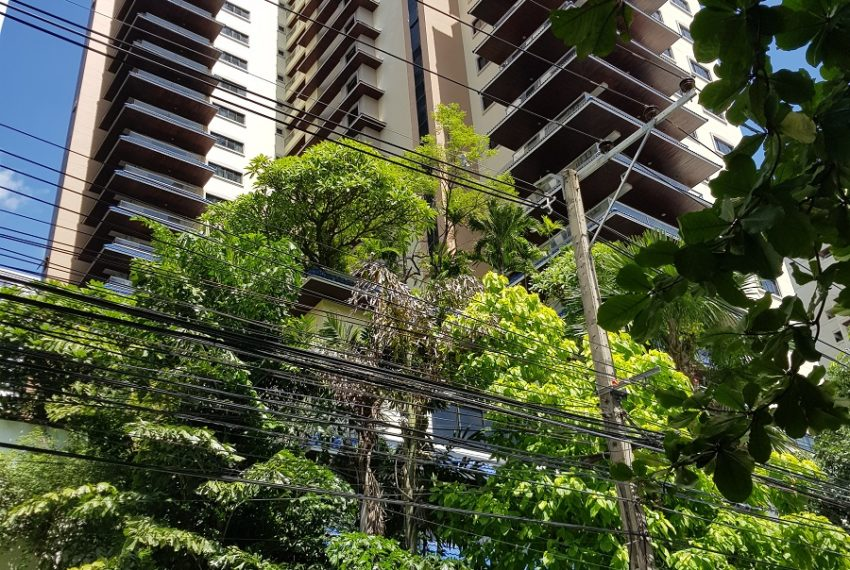 GP Grande Tower Sukhumvit 23 green area