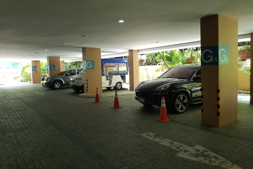 GP Grande Tower Sukhumvit 23 parking entrance