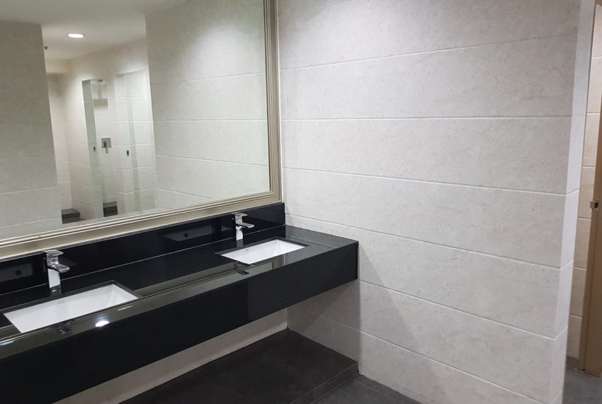 GP Grande Tower Sukhumvit 23 public area toilet