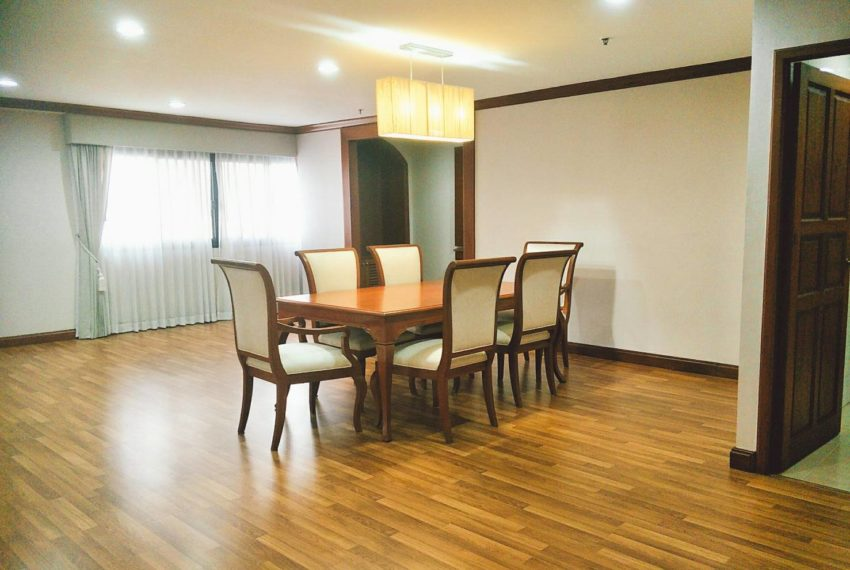 GP Tower Asoke - 3bedroom large rent - dinning table