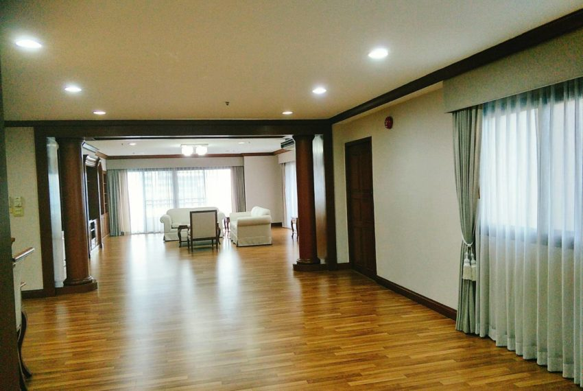 GP Tower Asoke - 3bedroom large rent - living room