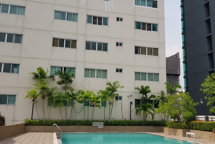 Grand Parkview Asoke - building and pool