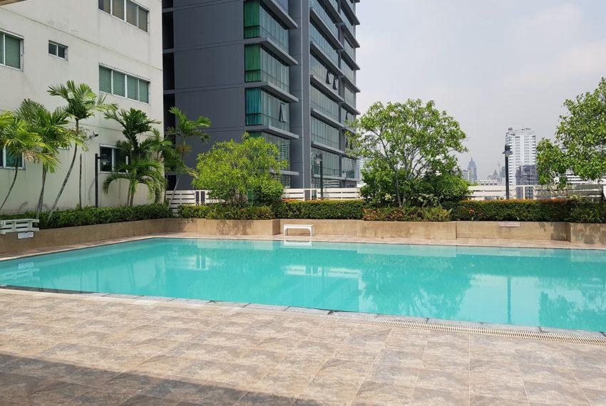 Grand Parkview Asoke - pool on high floor