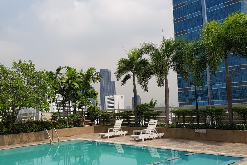 Grand Parkview Asoke - swimming pool with city view