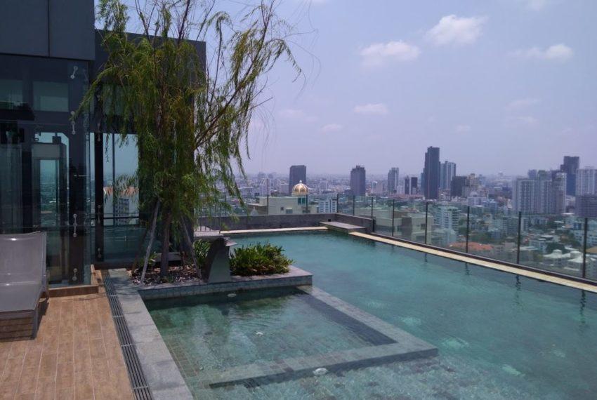 H Sukhumvit 43 condo - rooftop pool
