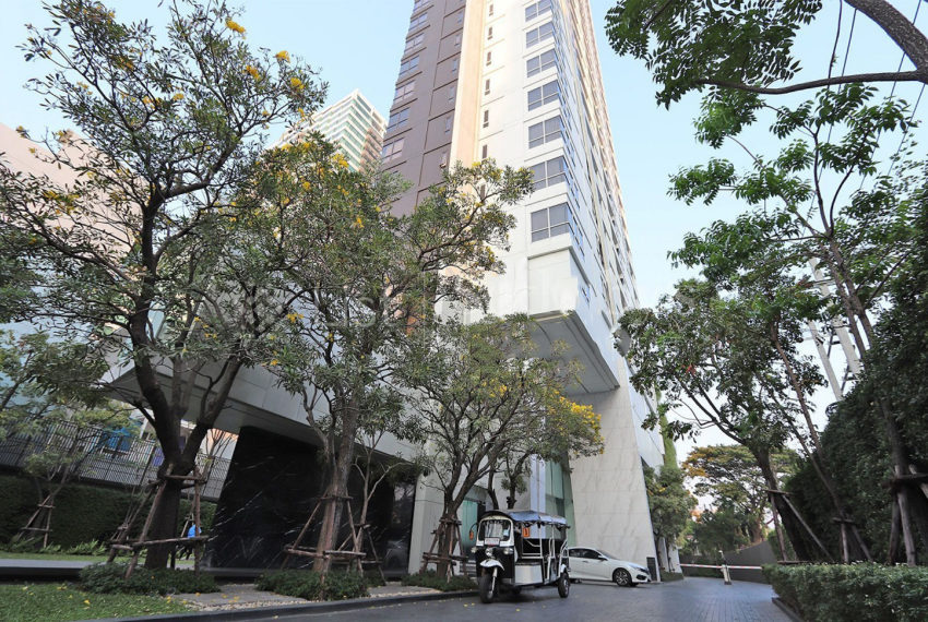 HQ Thonglor by Sansiri condominium - entrance