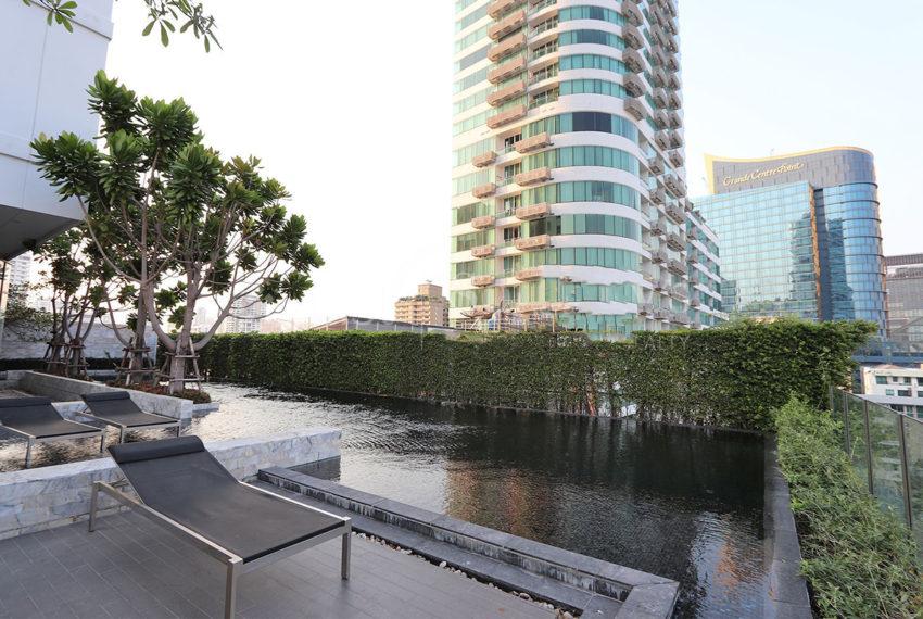 HQ Thonglor by Sansiri condominium - swimming