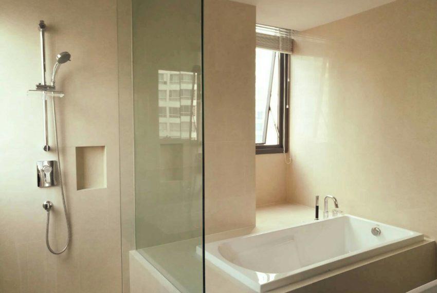 HYDE-SALES-bath room
