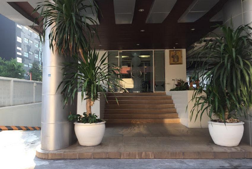Harmony Living Sukhumvit 15 condo - entrance