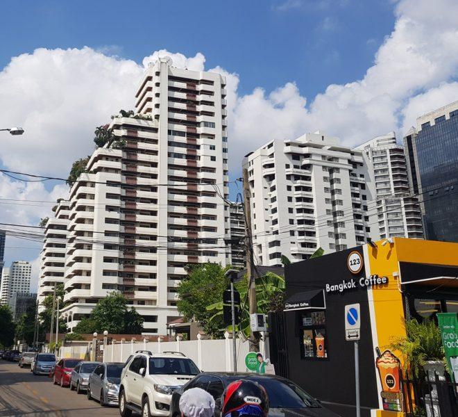 Hawaii Tower apartment at SUkhumvit 23 - bldg