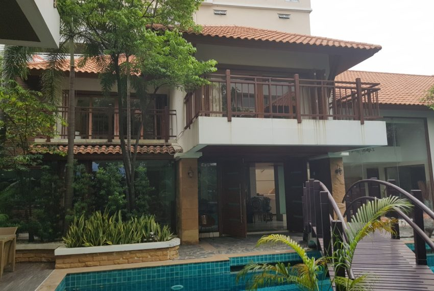 House 800 sqm in the middle of PhromPhong - 2 storey
